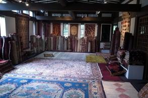 オールドギャッベをはじめペルシャ、トルコ、アフガニスタン、中国、トルクメニスタン、ウズベキスタン、ウィグル族のオールド、アンティークの絨毯が一堂にご覧いただけます。